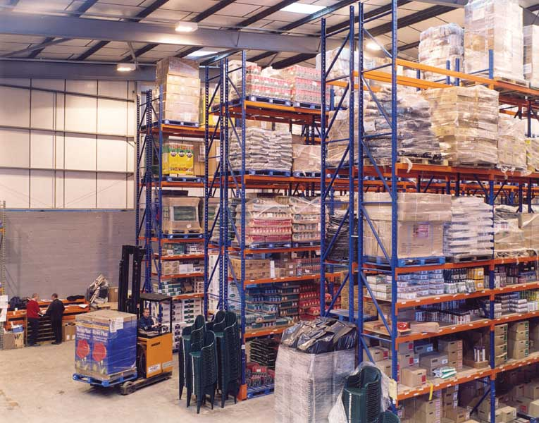 Wholesaler Decco utilise Redirack Wide Aisle Pallet Racks
